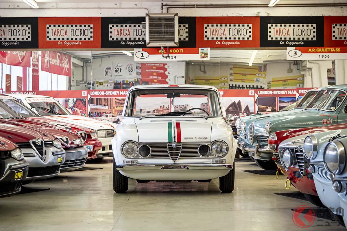 コレクションの中央にイタリアンカラーが入っているアルファ ロメオ「ジュリアTi スパー」が