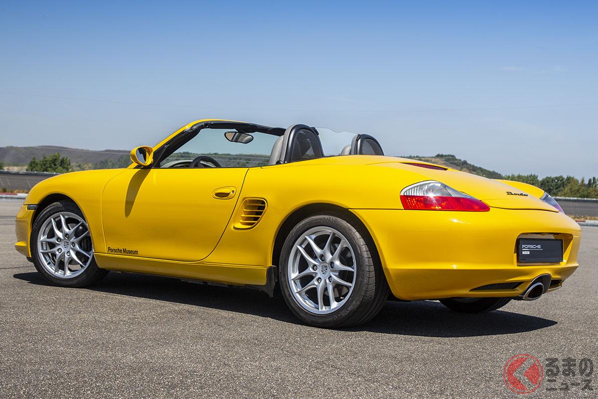 ポルシェ「ボクスター」、FRスポーツカーのポルシェ「968」の後継として1994年に登場した。「ボクスター」という名称は、水平対向エンジンを意味する「ボクサー」と、「ロードスター(オープントップ)」の造語だ。RRレイアウトのポルシェ911と異なり、MRレイアウトとなっているのが特徴だ(C)Porsche AG