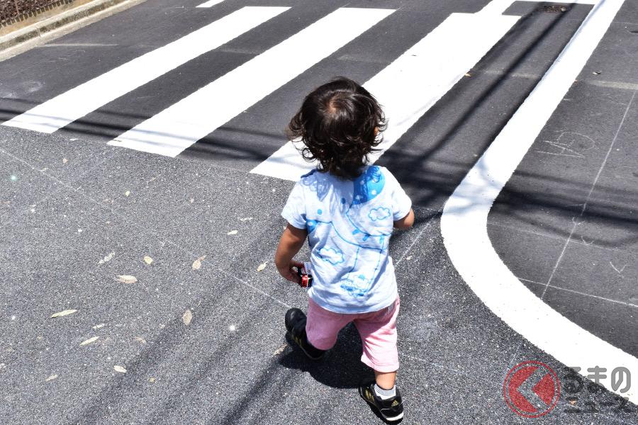 横断歩道を横断している、もしくはしようとしている歩行者がいる場合、車両は停車しなければならない