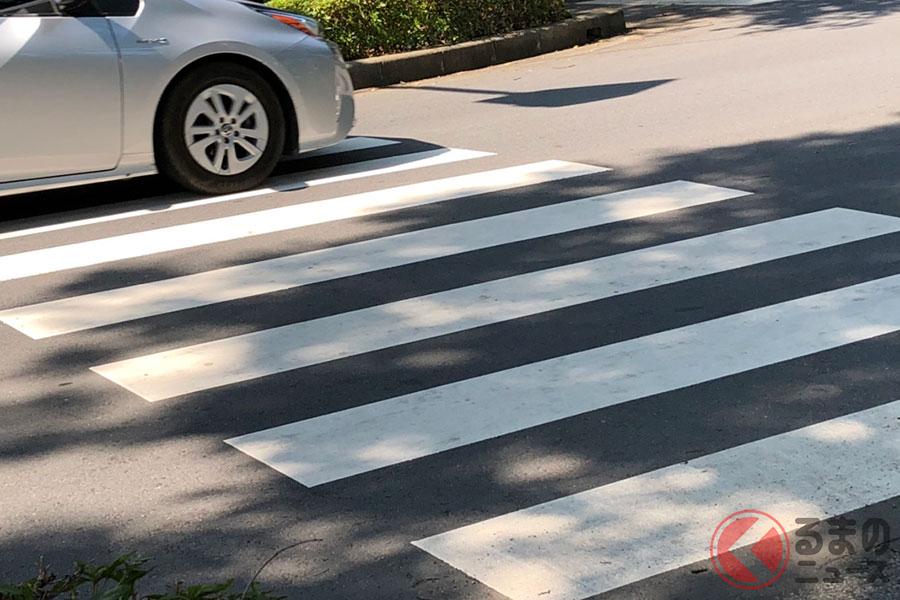 信号がない横断歩道は歩行者が優先