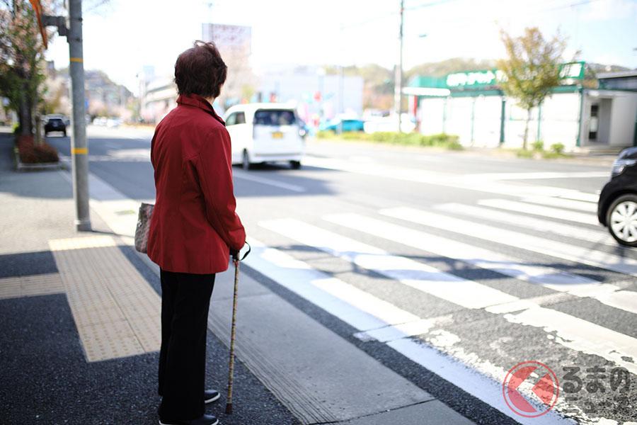 横断歩行者等妨害等違反は罰金と違反点数が科せられる