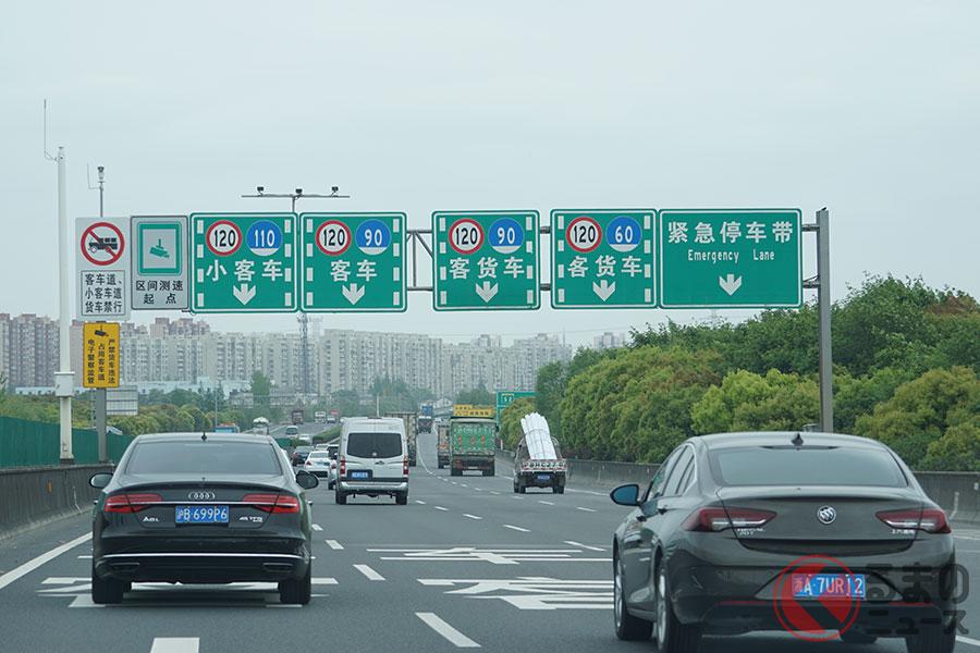 車種ごとに走行レーンが決まっている中国の高速道路