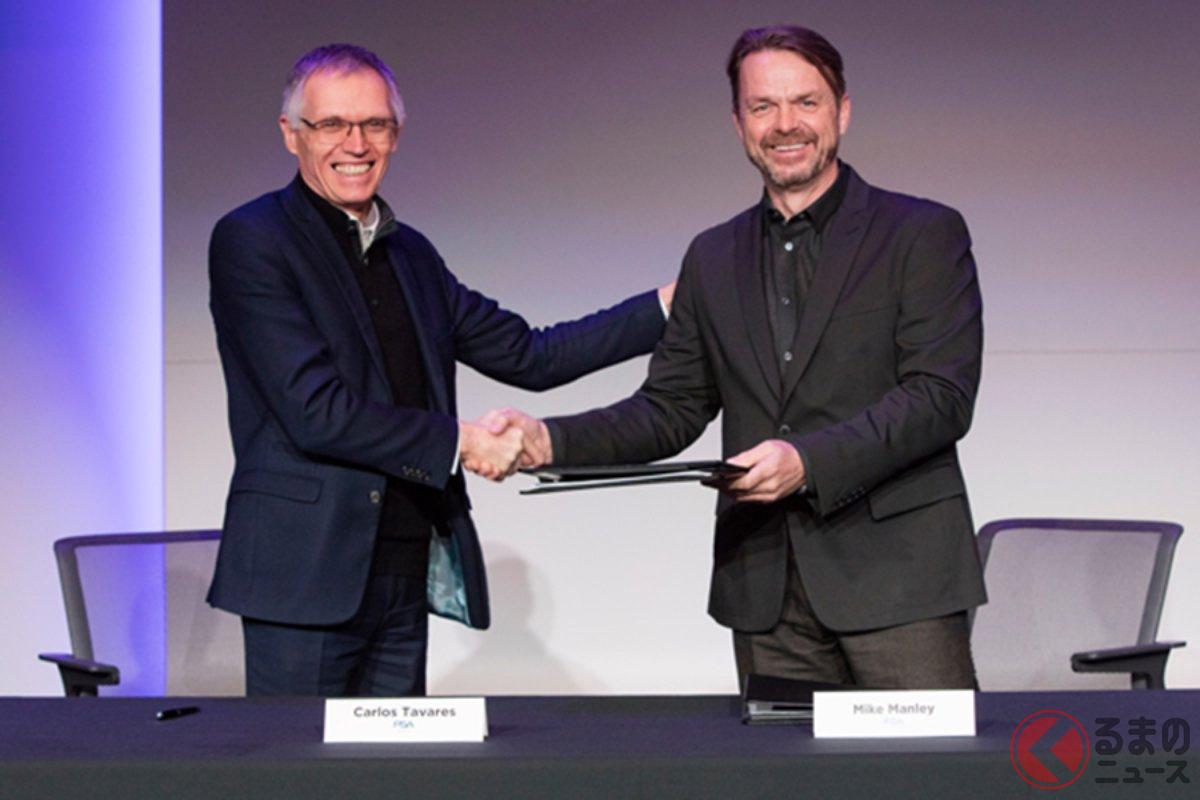 2019年12月19日に、対等合併に関する覚書を交わしたPSAグループのカルロス・タバレス会長とFCAのマイク・マンリーCEO