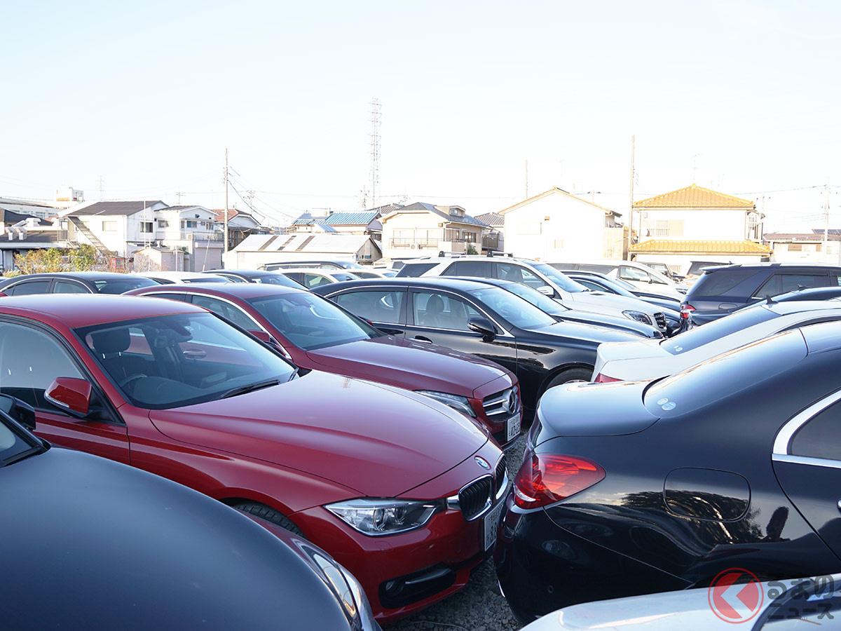 約700台あるとされるクルマのうち、約300台は埼玉県内の駐車場に所狭しと置かれていた。(撮影:加藤博人)