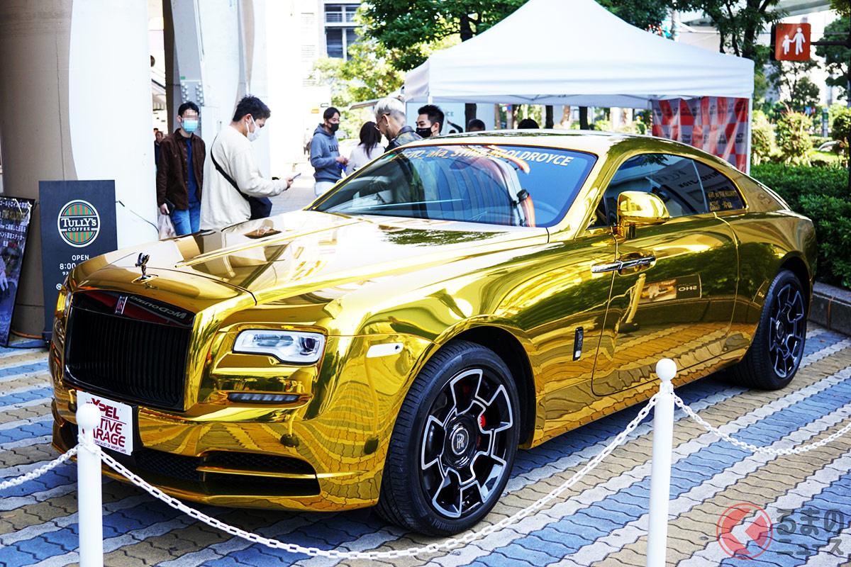 ド派手な金色のロールスロイス「レイス」。イベント時以外で無断で撮影すると違法行為になる可能性も。(撮影:加藤博人)
