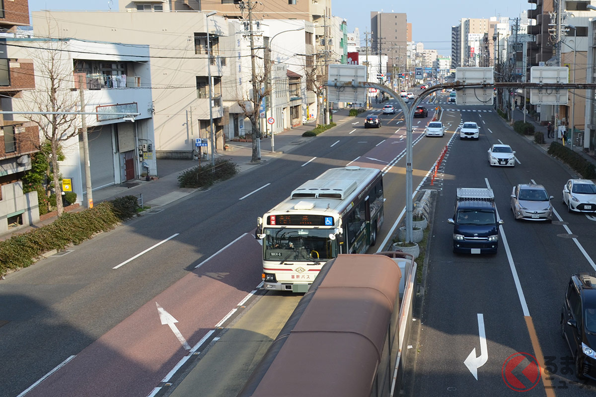 名古屋特有の「基幹バスレーン」と呼ばれる道路。他県ドライバーは困惑する独自な交通事情となる