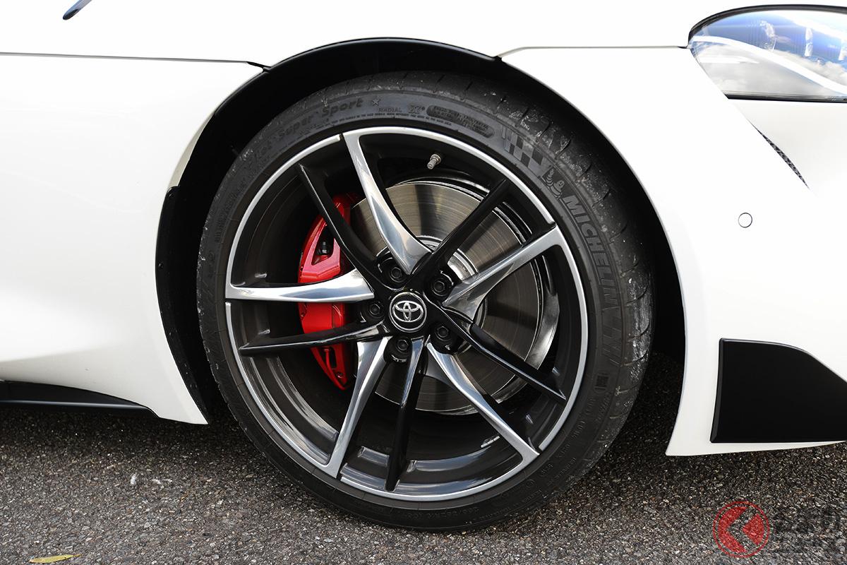 前後異サイズのタイヤを採用するトヨタ「スープラ」