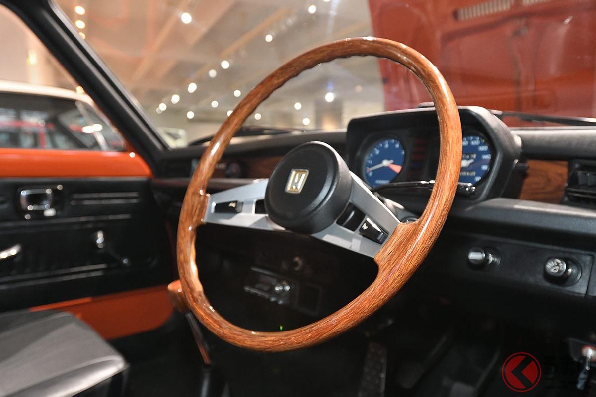 かつてのクルマはパワステが付いていると高級車だった? 重いステアリングが当たり前だった時代に登場したホンダ初代「シビック」