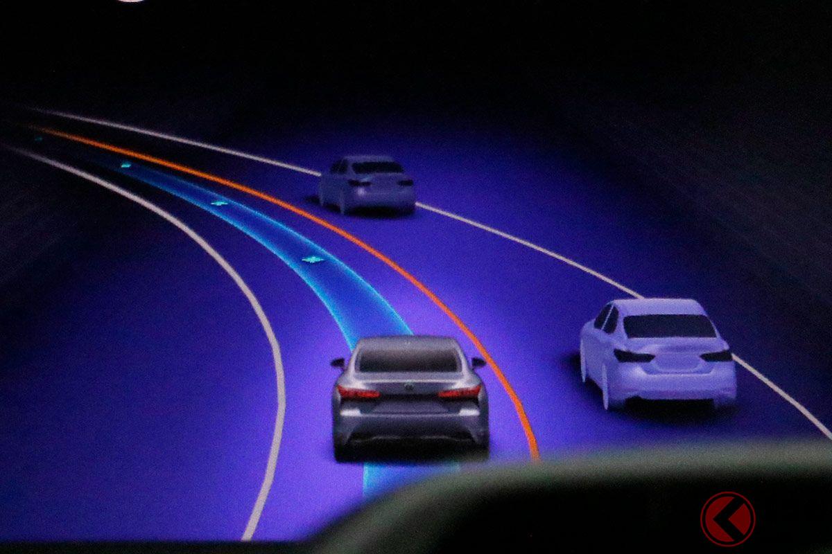 首都高などの連続コーナーが続く状況でもスムーズな制御をおこなう「Advanced Drive」
