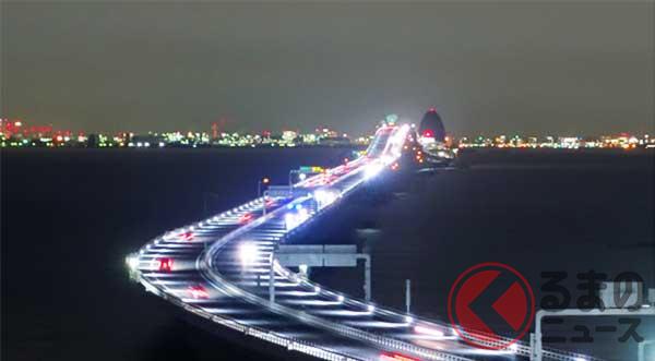 低位置照明が採用された東京湾アクアライン。