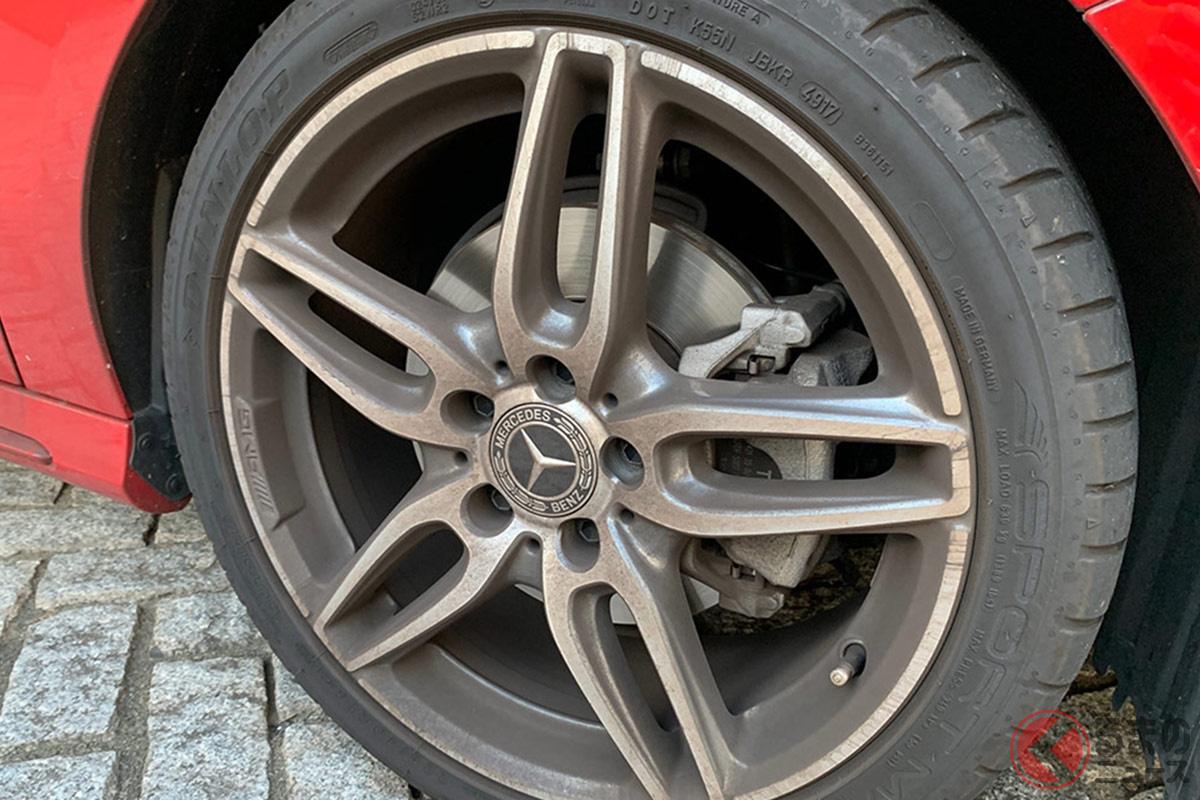輸入車のホイールは、国産車と比べてブレーキダストによりホイールが黒く汚れやすい