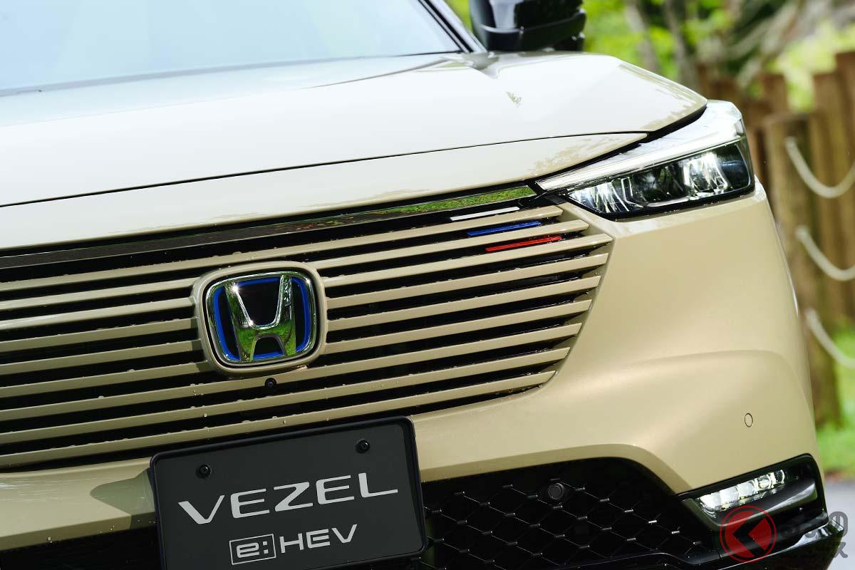 トリコロールがアクセント 新型ヴェゼルの最上級グレード「e:HEV PLaY」