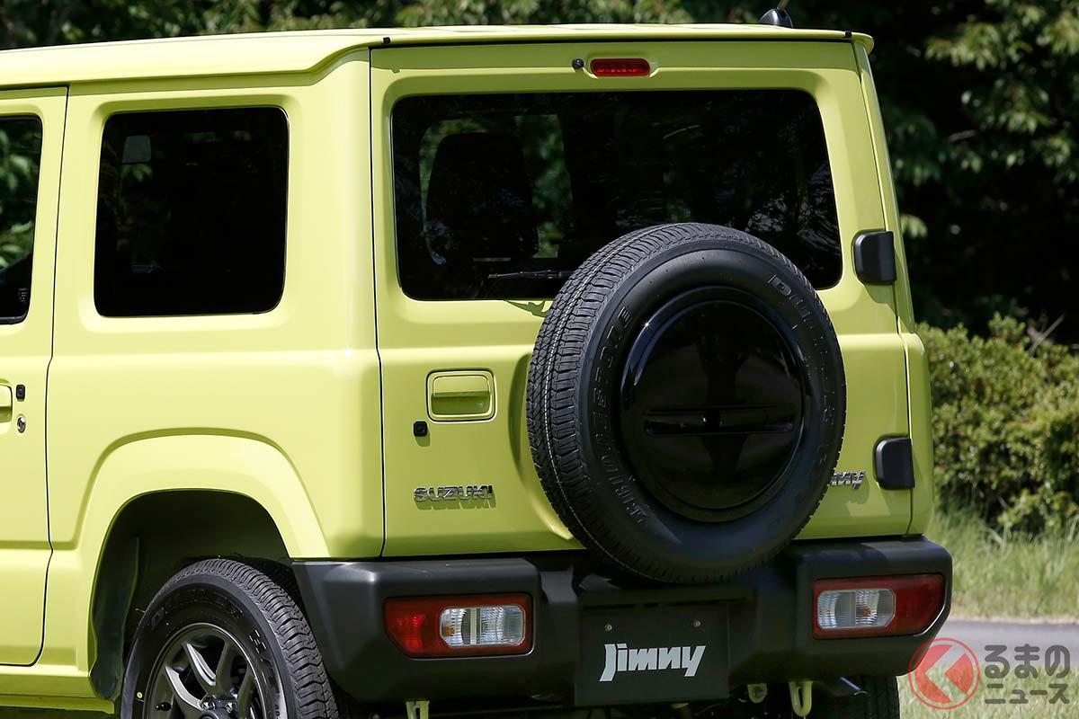 横開きドアに背面タイヤを搭載するスズキ「ジムニー」