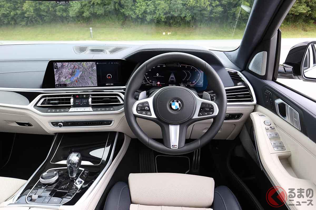 BMW「X7 xドライブ40d Mスポーツ」のインパネ。BMWインディビデュアルピアノフィニッシュブラックインテリアトリムは6万2000円のオプション