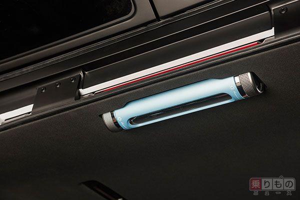 ルームライトは取り外し可能で、懐中電灯としても使える。