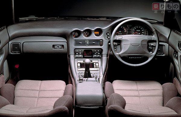 三菱「GTO」前期型のインパネまわり(画像:三菱自動車)。