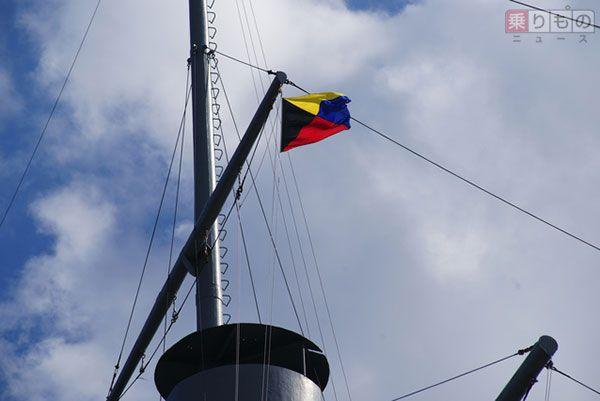 三笠公園(神奈川県横須賀市)の戦艦三笠に掲揚されたZ旗(画像:photolibrary)。