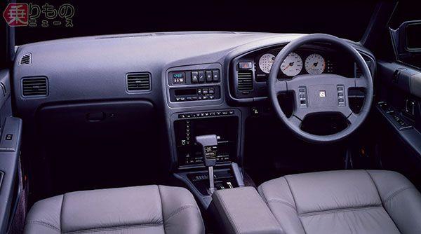 1988年発売「レパード V30アルティマ ツインカムターボ」のインパネまわり。