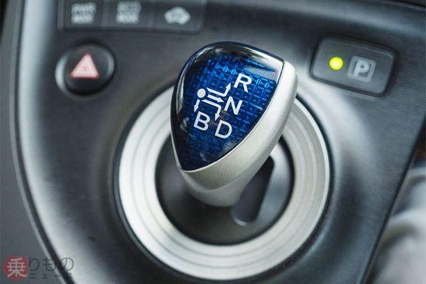 「プリウス」など一部のトヨタ車には「R」「N」「D」のほか、強いエンジンブレーキが必要な際に使用する「B」レンジがあり、「P」はスイッチとして独立している(画像:Pongsathon Ladasuwankul/123RF)。